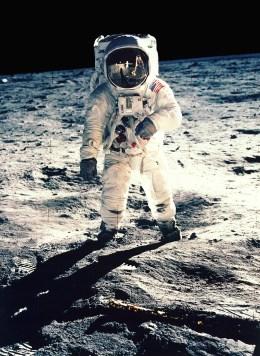 Nasa: Homem Caminhando na Lua