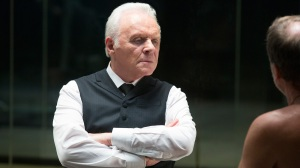 Anthony Hopkins como Dr. Robert Ford